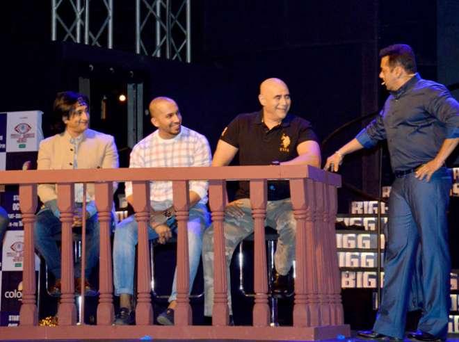 सलमान खान ने बिग बॉस के अलग-अलग सीजन के प्रतियोगियों से बात की।