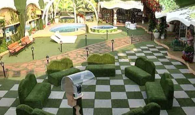 गार्डन में लगे हुए सोफे भी डबल ही दिखाई दे रहे हैं।