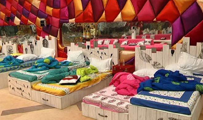 सोने के लिए लगाया गया प्रतिभागियो के बिस्तर भी डबल-डबल देखाई दे रहे हैं।