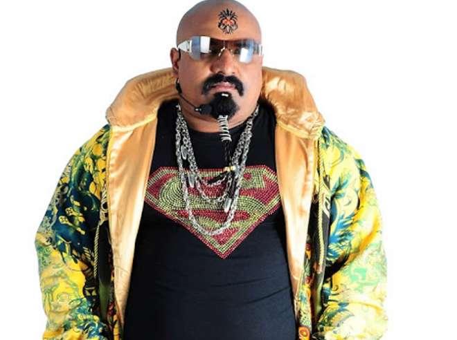 अरविंद वागेड़ा:- गुजराती गायक अरविंद भी इस बार बिग बॉस के घर में प्रवेश कर रहे हैं।