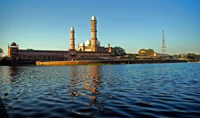 झीलो की नगरी भोपाल में स्थित ताज-उल-मस्जिद।