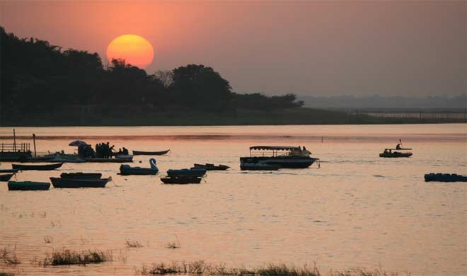 भोपाल में झीलो का दृश्य सूर्यास्त के समय कुछ इस तरह नजर आता है।