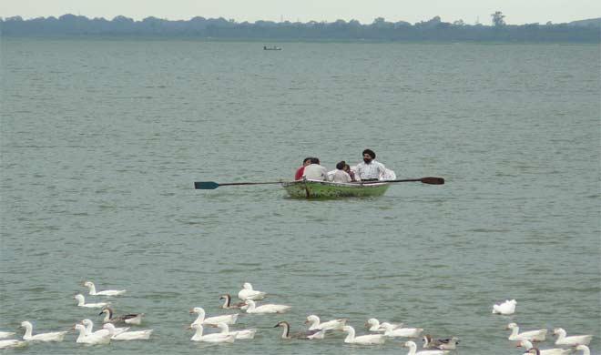 अपने परिवार के साथ घूमने आए झीलो का शहर भोपाल।