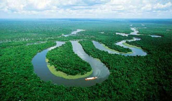 दक्षिण अमेरिका में स्थित अमेजजन नदी।