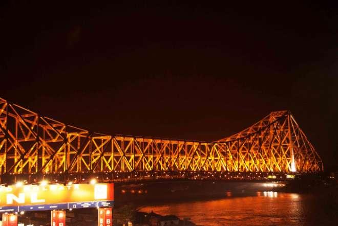 पश्चिम बंगाल की राजधानी, कोलकाता का खूबसूरत पुल।