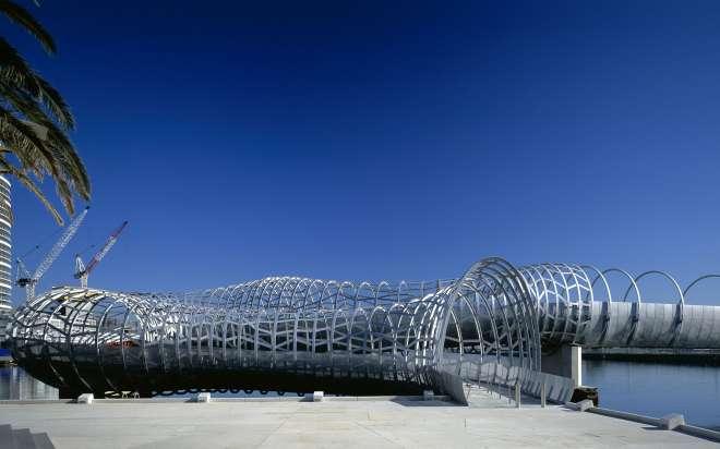 ऑस्ट्रेलिया में मेलबोर्न, का ऑस्ट्रेलिया वेब ब्रिज, कुछ इस तरह का नजर आता है।