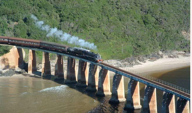 Outeniqua Choo Tjoe,south africa: यह ट्रेन प्रतिवर्ष 40 हजार लोगों को एक स्थान से दूसरे स्थान तक पहुंचाती है। जिसमें 70 फीसदी विदेशी पर्यटक होते है।