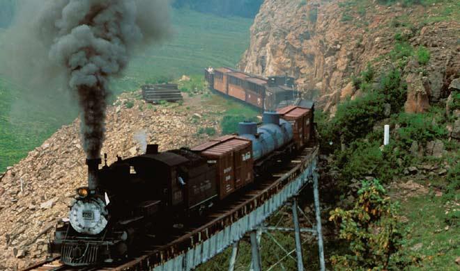 Cumbres & Toltec Scenic Railroad,new maxico: यह ट्रेन 3 फीट की छोटी सी लाइन में चलती है। यह ट्रेन चामा, न्यू मेक्सिको एंटिनिटो और कोलोराडो से होकर गुजरती है।