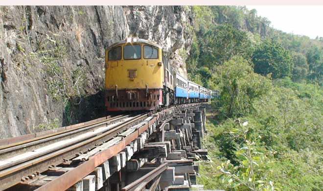 The Death Railway, Thailand: यह ट्रेन घने जंगलों और खतरनाक पहाड़ियों से होकर गुजरती है।