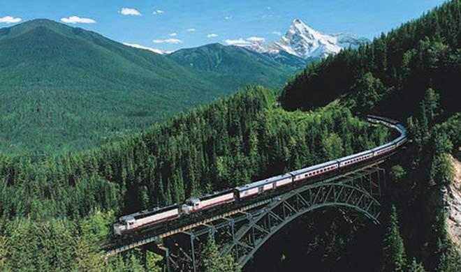 Argo Gede Railroad , Indonesia: यह ट्रेन Cikurutug pylon ब्रिज पर चलती है। Cikurutug pylon ब्रिज इंडोनेशिया का सबसे खतरनाक ब्रिज है।