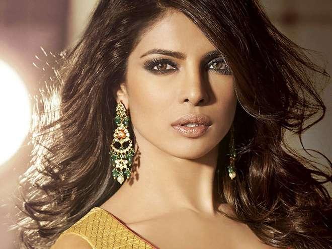 प्रियंका चोपड़ा बॉलीवुड की सबसे ज्यादा पैसे लेने वाली अभिनेत्रियों में से एक है।