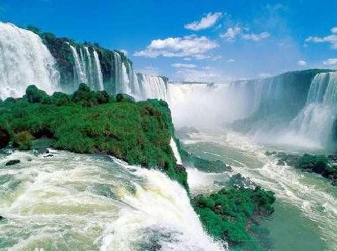 अफ्रीका में स्थित खूबसूरत जम्बेजी नदी।