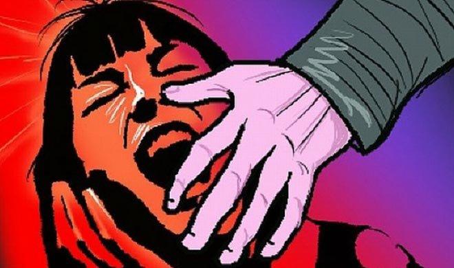 बीएमवाय चरोदा के केन्द्रीय विद्यालय में 8 साल की मासूम बच्ची से स्कूल का हेड मास्टर दुष्कर्म की कोशिश करता था।