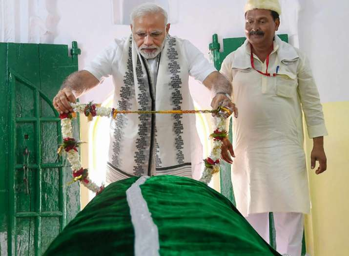 Prime Minister Narendra Modi offers 'Chadar' at Sant Kabir Mazaar as he pays homage to the great saint and poet, Kabir on his 500th death anniversary, at Maghar, in Sant Kabir Nagar