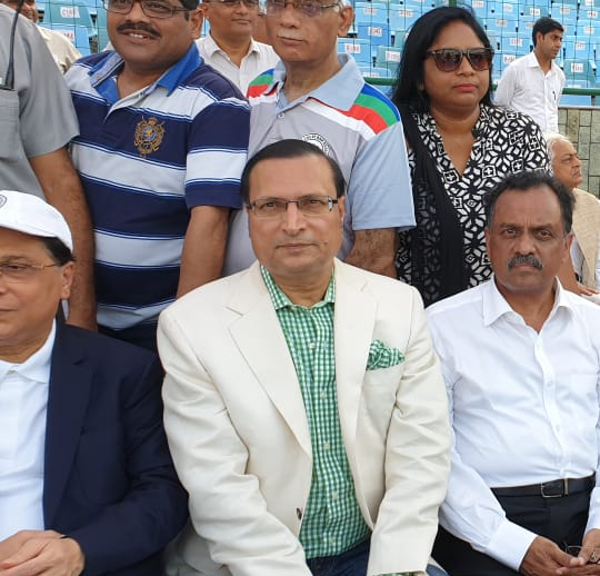 फिरोजशाह कोटला के मैदान पर टी20 मैच का लुत्फ उठाते दिल्ली हाई कोर्ट के चीफ जस्टिस राजेंद्र मेनन