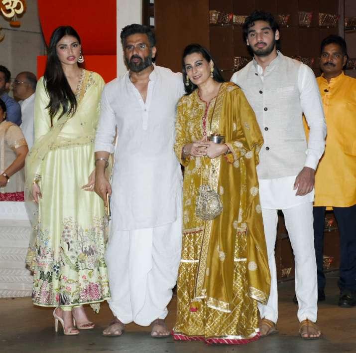 Sunil Shetty With Family