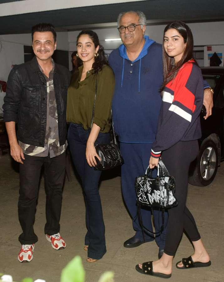 (Left to Right) Sanjay Kapoor, Janhvi Kapoor, Boney Kapoor and Khushi Kapoor