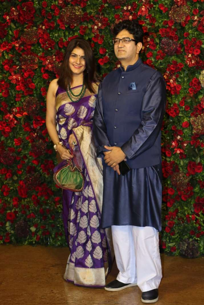 Prasoon Joshi with wife