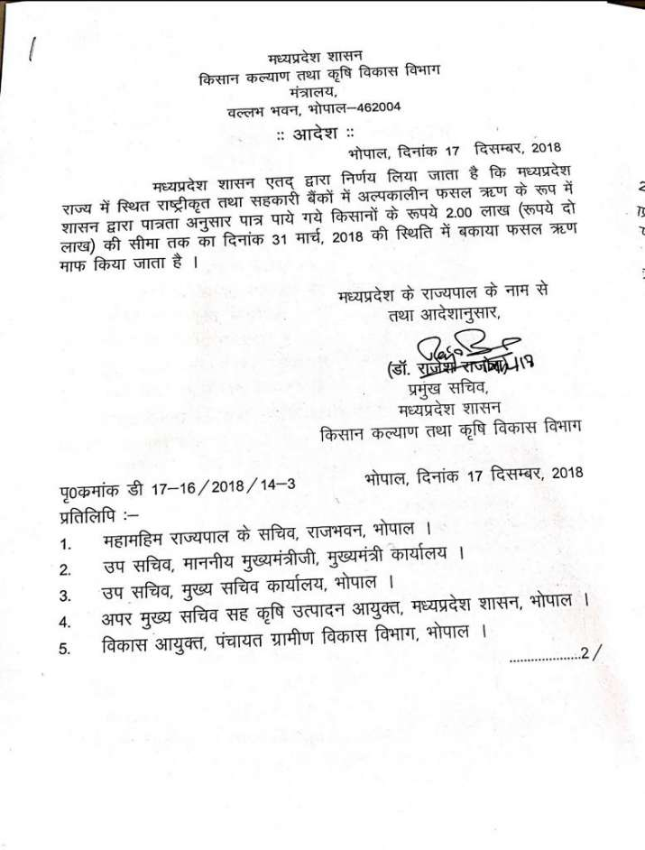 Madhya Pradesh Chief Minister Kamal Nath signs on the files for farm loan waiver