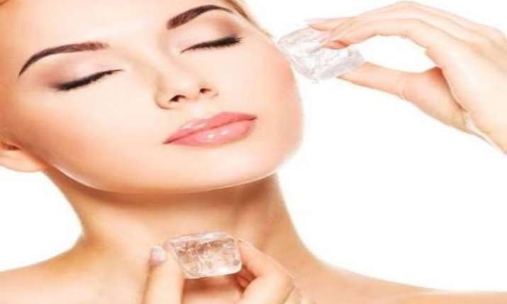 use ice cubes to massage your skin