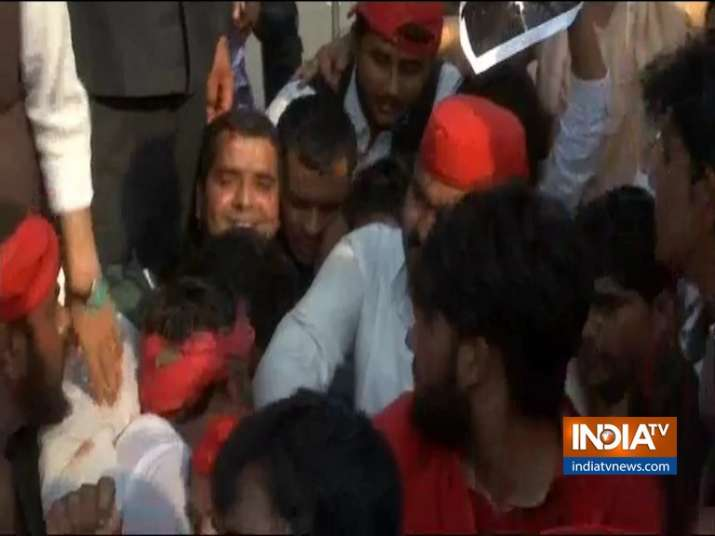SP Leader Dharmendra Yadav injured during protest