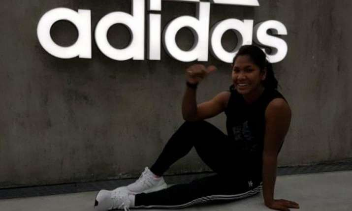 भारत की 'स्वर्ण परी' स्वप्ना बर्मन को एडिडास ने दिए विशेष जूते
