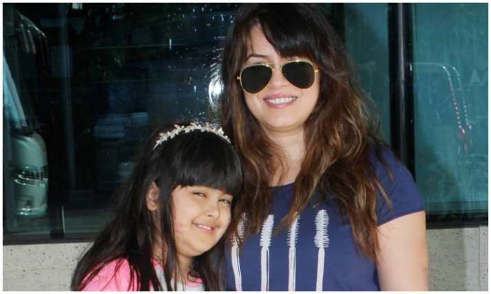Mahima choudhary with her daughter