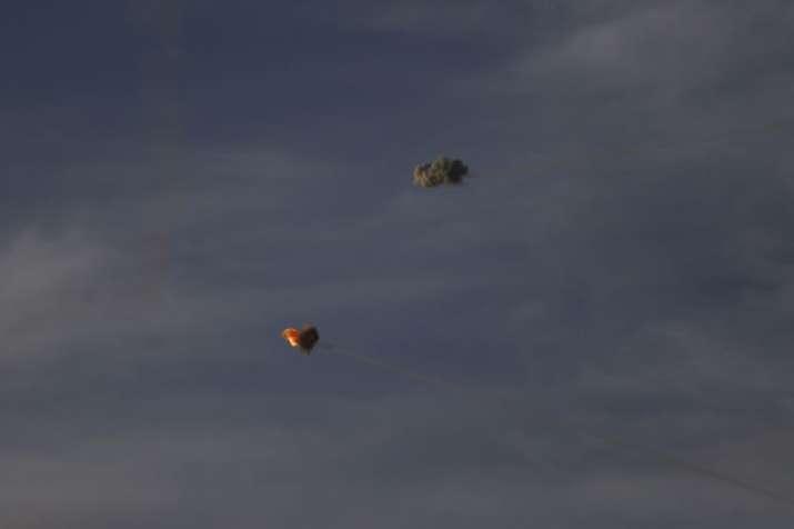 गाजा से छोड़े गए रॉकेट्स को हवा में ही तबाह करता इस्राइल का आयरन डोम एयर डिफेंस सिस्टम | AP