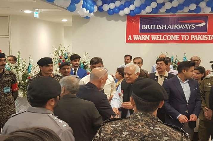 इस्लामाबाद पहुंचने पर यात्रियों का किया गया स्वागत