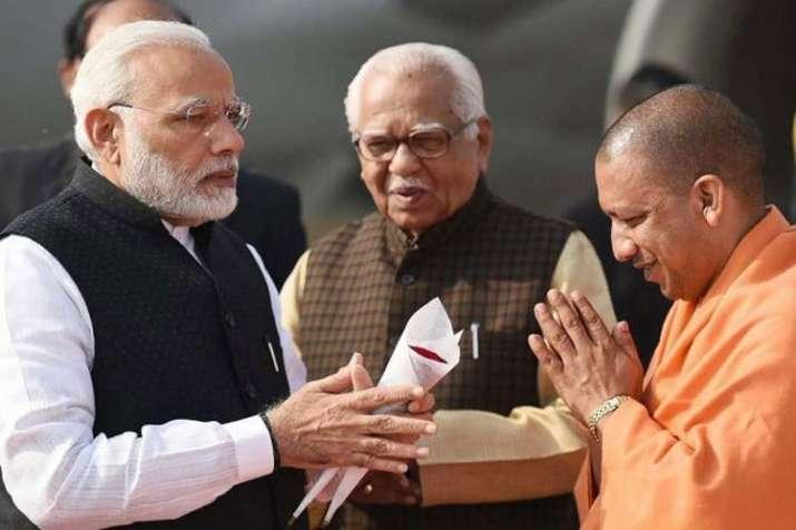 प्रधानमंत्री नरेंद्र मोदी और योगी आदित्यनाथ, बीच में हैं यूपी के राज्यपाल राम नाइक।