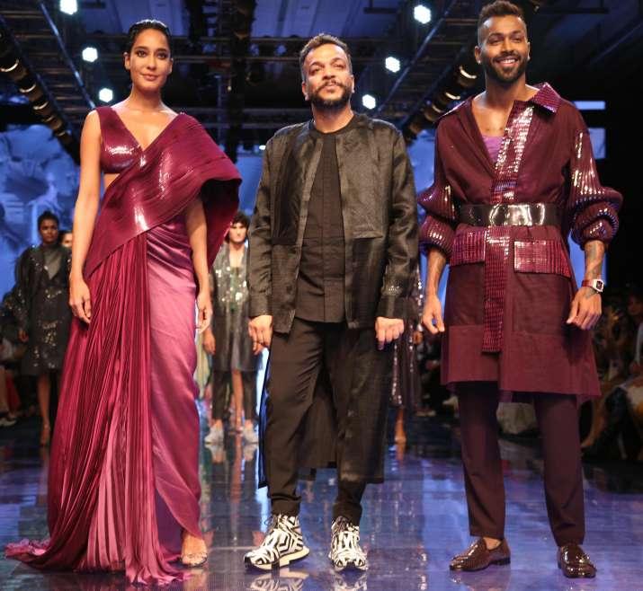Lakme fashion week 2019 showstopper pregnant lisa haydon and indian cricketer hardik pandya