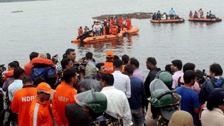 आंध्र प्रदेश: गोदावरी नदी में पलटी नाव, 61 लोग थे सवार