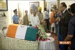 India TV Chairman Rajat Sharma paying his last respects to Atal Bihari Vajpayee- Khabar IndiaTV