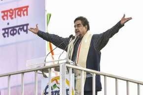 Shatrughan Sinha attends Mamata's big Kolkata rally, BJP hints at action against 'opportunist' leade- India TV