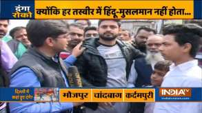 Hindu youths helps Muslim man in violence hit Delhi- India TV