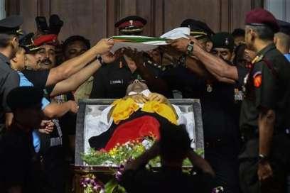 मरीना बीच पर दफनाए जाएंगे करुणानिधि, अदालत ने दी अनुमति- India TV