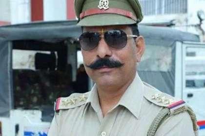 शहीद इंस्पेक्टर सुबोध कुमार के परिजनों की मदद को आगे आई UP पुलिस, दिये 70 लाख रुपये- India TV