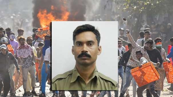 <p>Protestors hurl brick-bats...- India TV