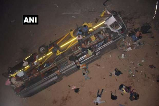 Odisha: bus fell from the Mahanadi bridge Cuttack- India TV