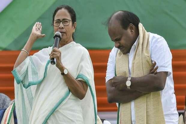 Mamta Banerjee has the capabilities to become Prime Minister says HD Kumarswamy - India TV