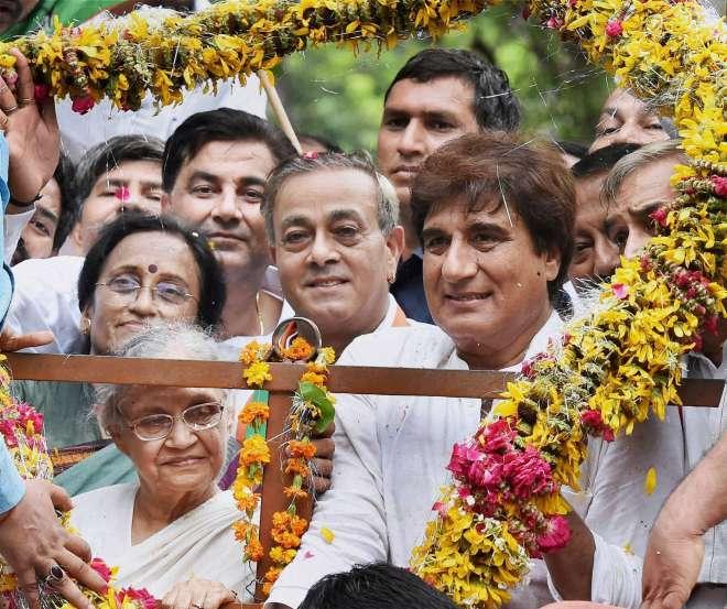 कांग्रेस की मुख्यमंत्री पद की उम्मीदवार शीला दीक्षित रविवार को लखनऊ पहुंचीं। - India Tv