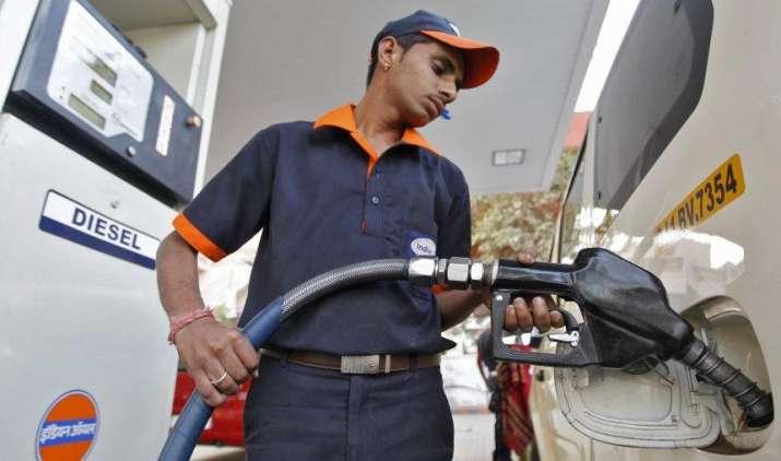 रोज बढ़ते-घटते रहेंगे पेट्रोल और डीजल के दाम, इस व्यवस्था में बदलाव से सरकार ने किया साफ इनकार- IndiaTV Paisa