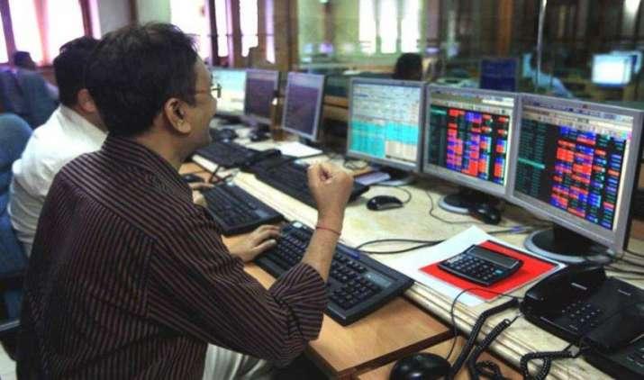 In Pics: लगातार दूसरे दिन बढ़त के साथ बंद हुए शेयर बाजार, सेंसेक्स 104 अंक ऊपर- India TV Paisa