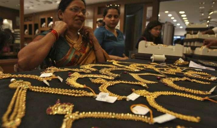 #MuhuratTrading: दिवाली पर निवेश नहीं सिर्फ शगुन के लिए खरीदें सोना, कीमतों में गिरावट की आशंका- India TV Paisa