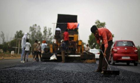 सड़क हादसे को रोकने के लिए हाईवे की संख्या बढ़ाएगी सरकार, राजमार्ग की लंबाई 1.5 लाख किलोमीटर की जाएगी- India TV Paisa