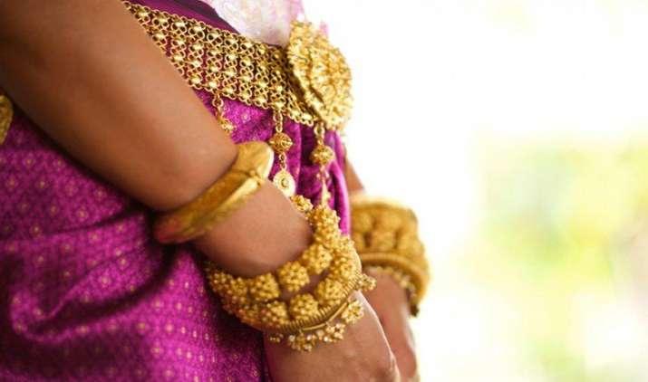 Jewellery Insurance: बिना लॉकर गहने सुरक्षित रखने का यह है शानदार तरीका- India TV Paisa