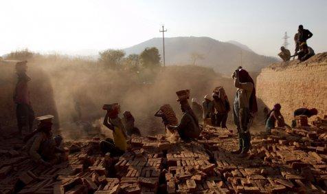 सरकार बढ़ाएगी देशभर में न्यूनतम मजदूरी का रेट, अर्थव्यवस्था को मिलेगा बूस्ट- India TV Paisa