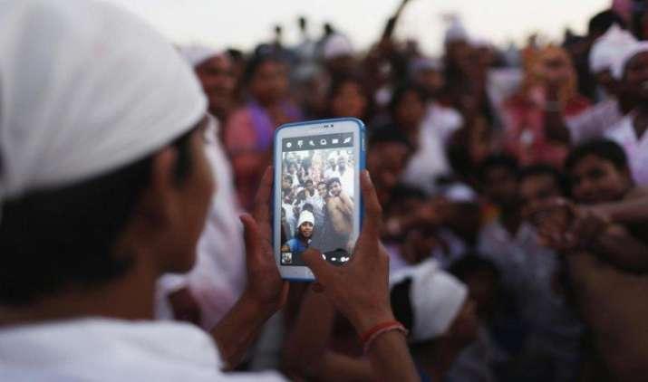 Smart Sale: तीन महीने में लोगों ने खरीदे 48 करोड़ मोबाइल फोन, माइक्रोमैक्स दुनिया की टॉप-10 कंपनी में शामिल- India TV Paisa