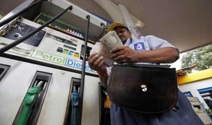 Know Why- क्रूड के सस्ता होने के बाद भी महंगा हो गया पेट्रोल और डीजल?- India TV Paisa