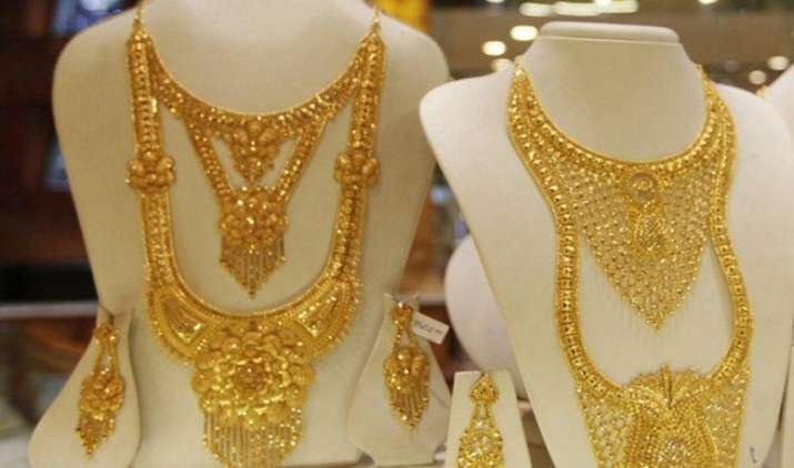 Gold below 26,000: शादियों के सीजन से पहले सस्ता हुआ gold, सरकार ने कम की सोने-चांदी पर इंपोर्ट टैरिफ वैल्यू- India TV Paisa